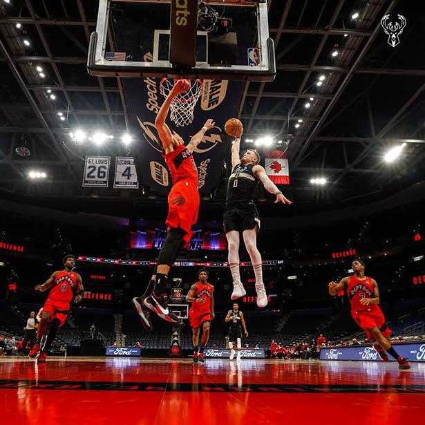 Antetokounmpo 24 + 18 + 9 Middleton doppia-doppia, Bucks batte Raptors
